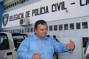 """O Advogado """"Rivaldo Dantas"""" foi preso ontem sob acusação de sua participação na morte de F. Gomes"""