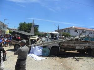 Tragédia na Paraíba: Três pesoas morrem em acidente envolvendo Caminhão e carro de feirantes